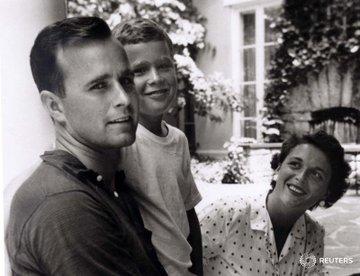 DbBeeEYW4AEO8nz?format=jpg&name=360x360 EUA. Morreu Barbara Bush, mulher e mãe de Presidentes