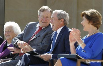 DbBeeQVWkAEz2cZ?format=jpg&name=360x360 EUA. Morreu Barbara Bush, mulher e mãe de Presidentes