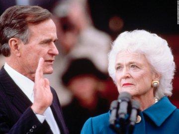 DbBk73hWkAAfn2e?format=jpg&name=360x360 EUA. Morreu Barbara Bush, mulher e mãe de Presidentes