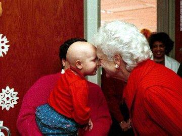 DbBk8BQXcAEZF2T?format=jpg&name=360x360 EUA. Morreu Barbara Bush, mulher e mãe de Presidentes