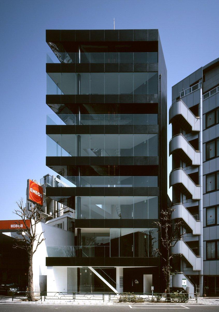 シック&モダンなイメージで重厚感のあるデザイン門柱