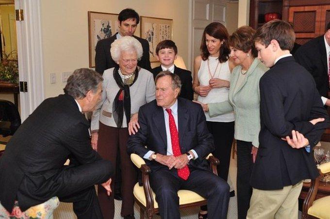Leader Pelosi speaks with President George H.W. Bush & First Lady Barbara Bush.