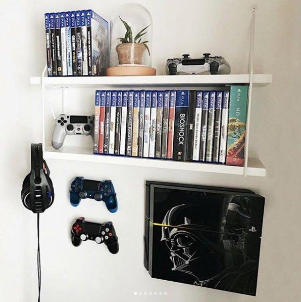 Instragram user 0ldisme shared his amazingly clean and neat setup!  #MyFloatingGrip  #PlayStation4 #StarWarsfanart #Consoles #GamingSetuppic.twitter.com/1ieKqLBiOo