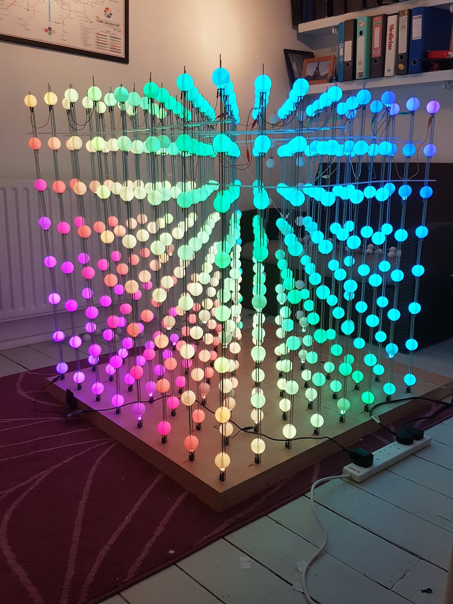 Lorraine Underwood On Twitter It S A Cube Of 512 Lights