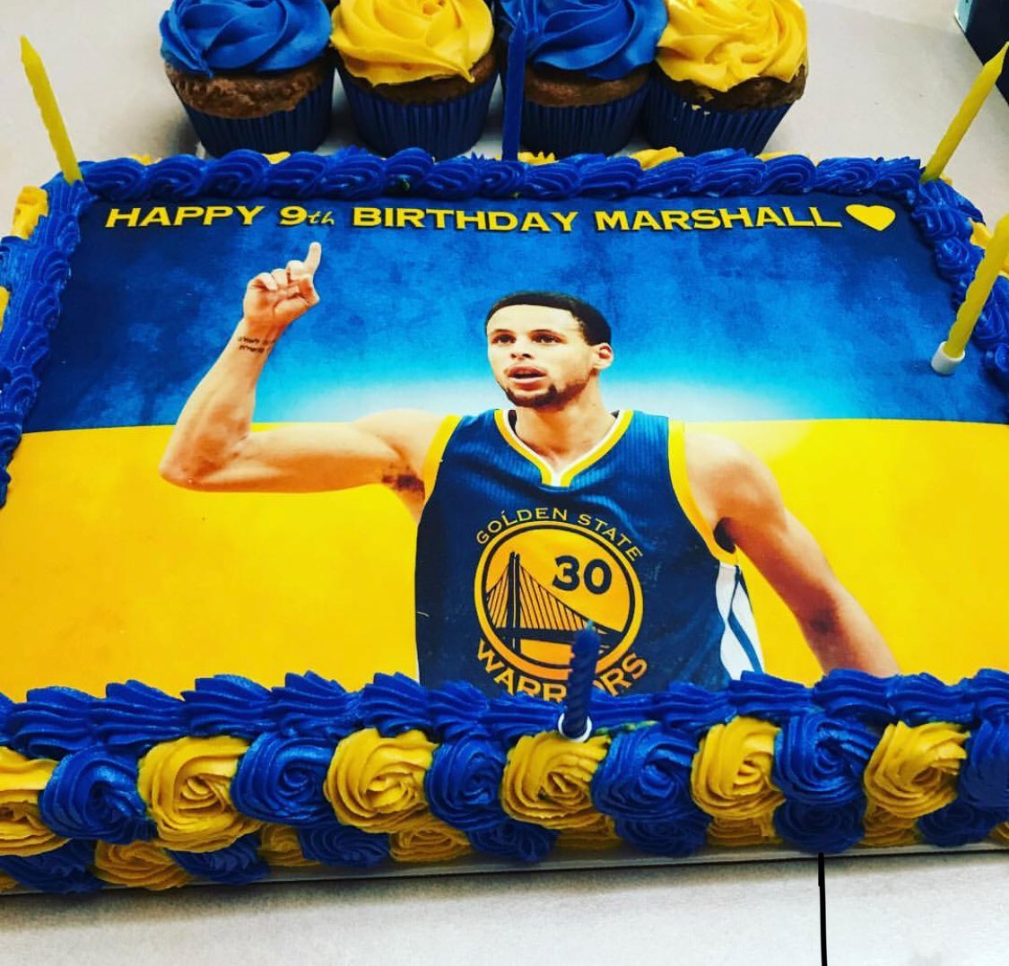 Cousin had a birthday. His birthday cake was nice.  #DubNation https://t.co/rTsZCvVrus