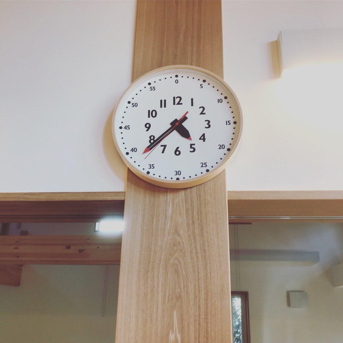 この時計、子供にも時間読めれるように工夫されてるし、こどもこどもしてないデザインだから大人にも優しいし、ほんっと、デザインの力って偉大だなーって思う。うちに来た人に必ず聞かれるけどふんぷんクロックって言うんだよ。