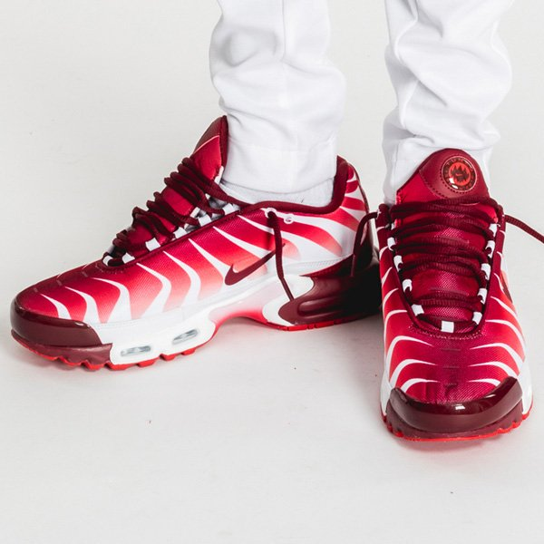 1865fcbea5a3  footlocker Exclusive Nike Air Max Plus  Before After The Bite  Pack  releasing in 20mins  BeforeTheBite    http   bit.ly 2qC7dus  AfterTheBite  ...