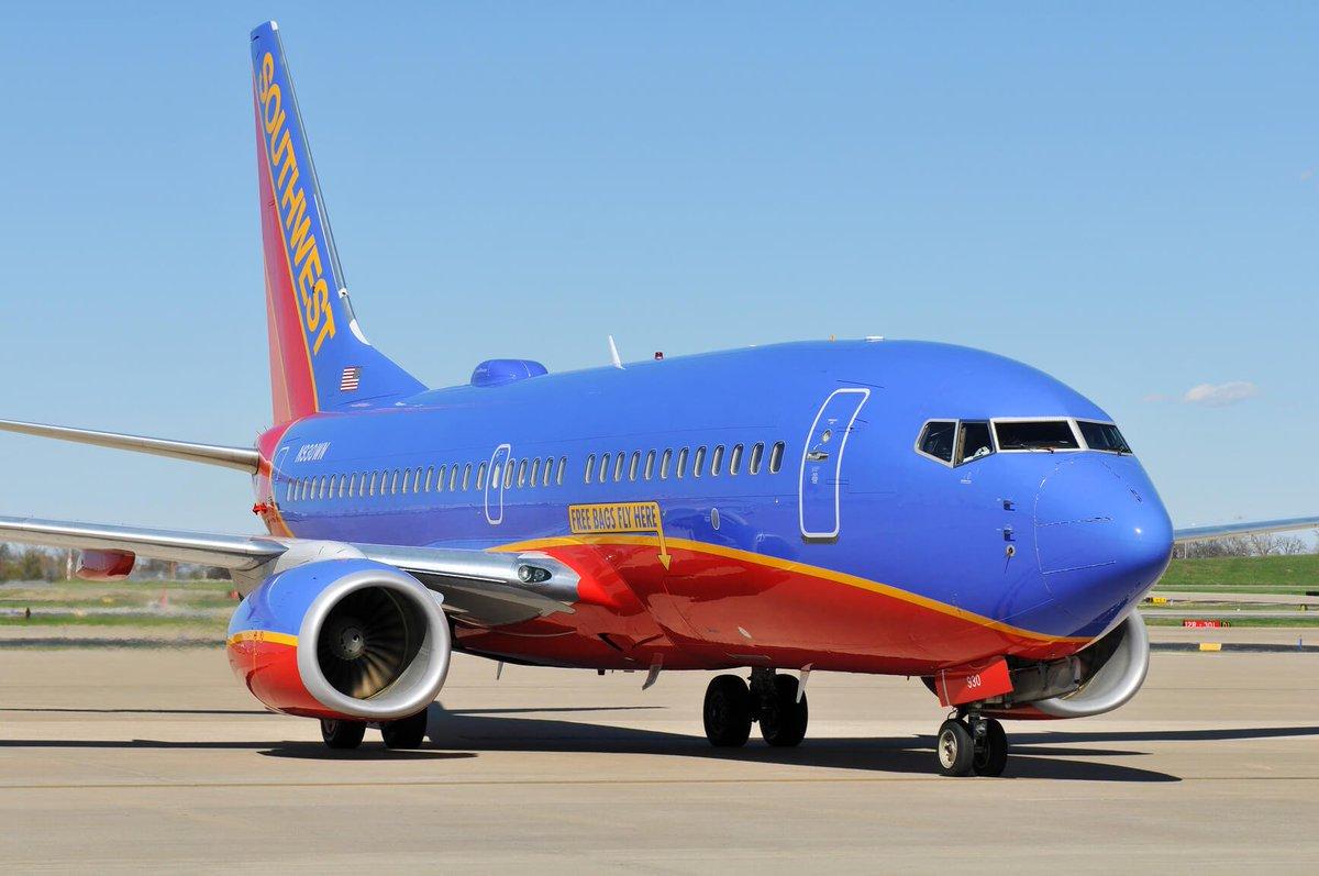 986e32d180 ... of a Southwest Airlines flight.  http   www.secretflying.com posts woman-dies-broken-window-partially-sucks- southwest-airlines-flight  …pic.twitter.com  ...