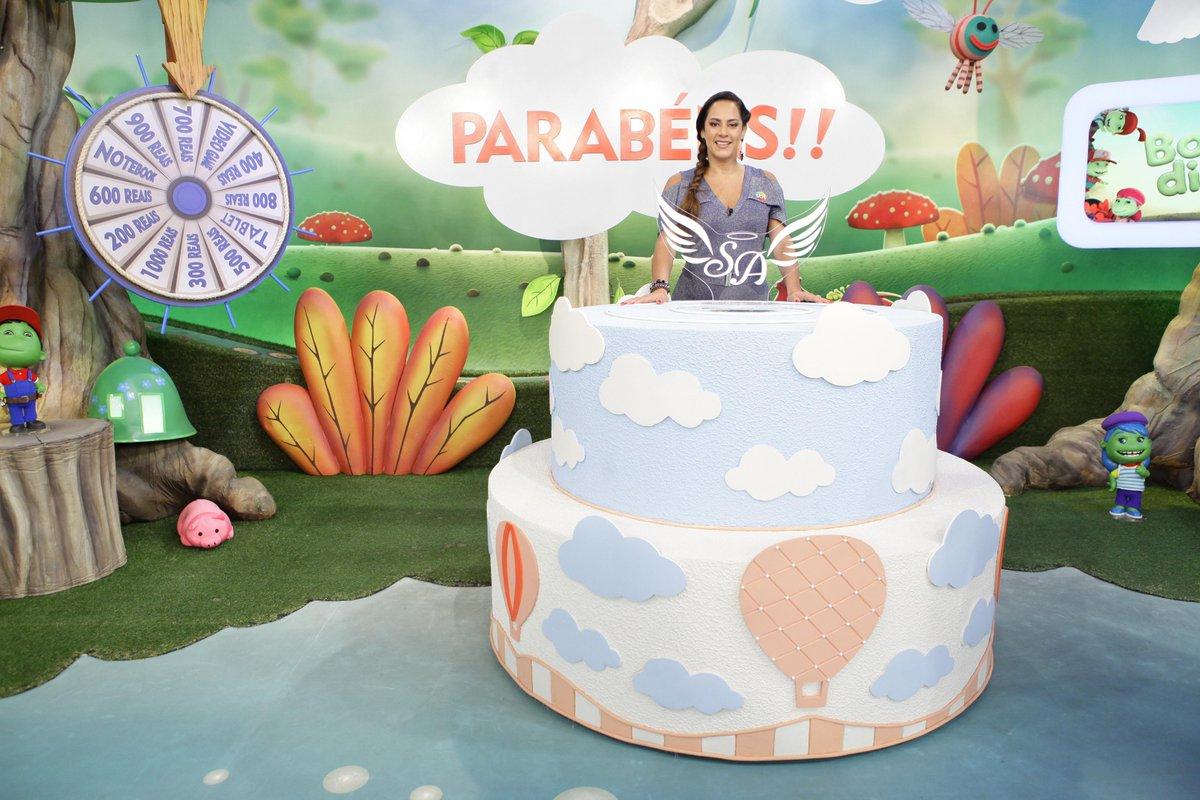 Silvia Abravanel ganha festa surpresa no Bom dia & Cia https://t.co/wW4BDaARmY