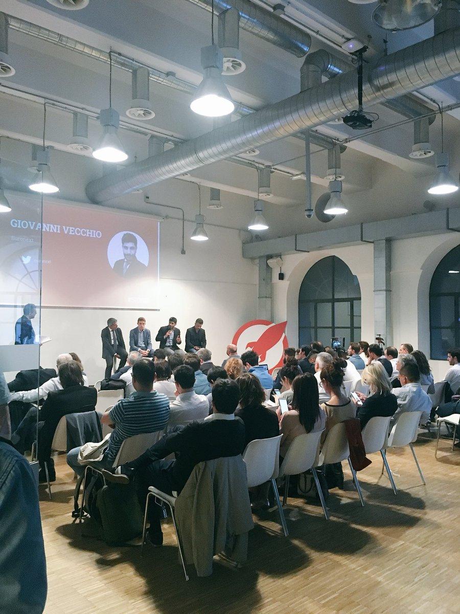 Positività, genialità e una visione lucida del futuro. È un piacere ascoltare la più grande community italiana dedicata alle startup @startup_italia #sios18 👏🏻 https://t.co/9ZFIhq0QcB