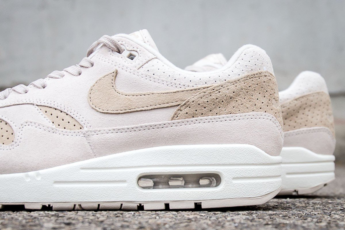 online store af075 ad675 ... 875844-004 Instore and online   https   www.cornerstreet.fr catalog  product view id 118463 s nike-air-max-1-premium-desert-sand-sail  …