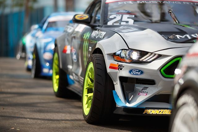 vaughn gittin jr a twitter one mean looking front quarter the wheel and tire are out further than a normal car to accommodate the added steering angle as well as to help twitter
