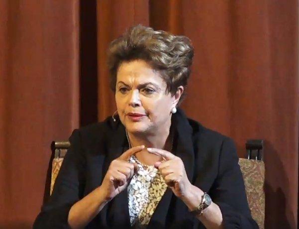 CORRUPÇÃO NOS EUA SUPERA A DO BRASIL   Em entrevista em Berkeley, EUA, presidenta eleita lembra que no fim  de 2011 havia demitido quase todos os diretores corruptos da Petrobras. No link abaixo, a íntegra do comentário de Dilma: https://t.co/Jm5D59kE7i