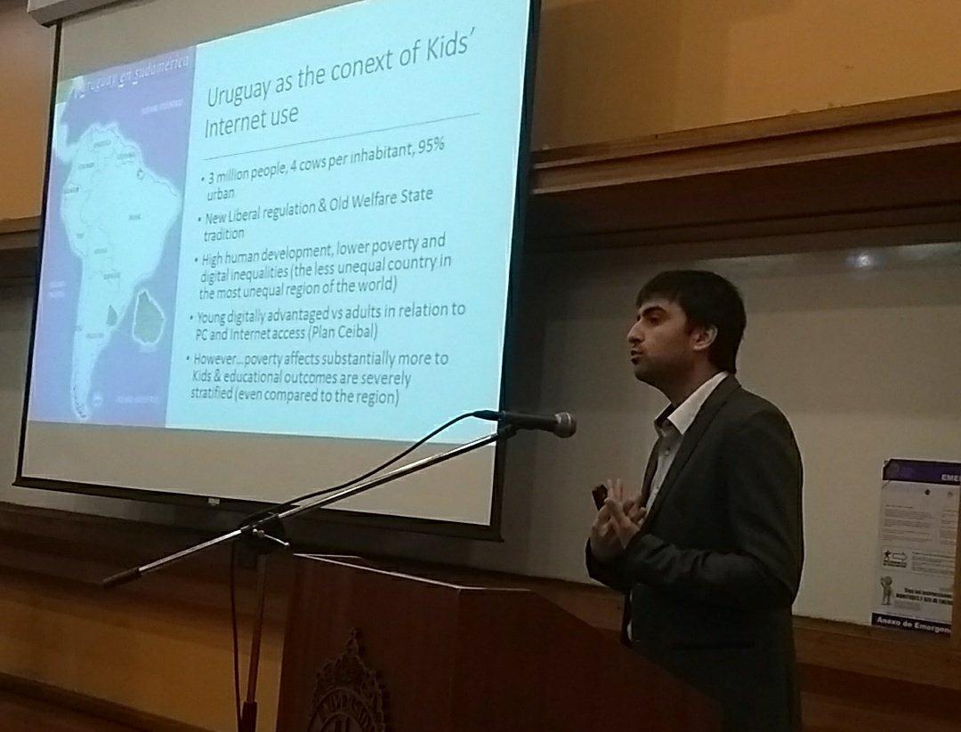 @MatiDodel de U. Católica de Uruguay presenta sobre Proyecto Kids Online Uruguay y @planceibal