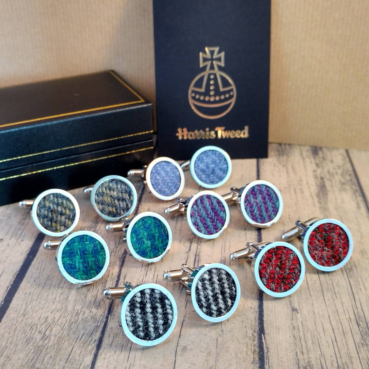 Cufflinks in a range of Harris Tweed colours. Perfect #FathersDay or #wedding gifts. Available from my Etsy shop.  https://www. etsy.com/uk/listing/582 183594/cufflinks-harris-tweed-cufflinks-for &nbsp; …  #HandmadeHour #shopscotland #ihsetsyteam #mensfashion #etsyseller <br>http://pic.twitter.com/GFVl29SvSV