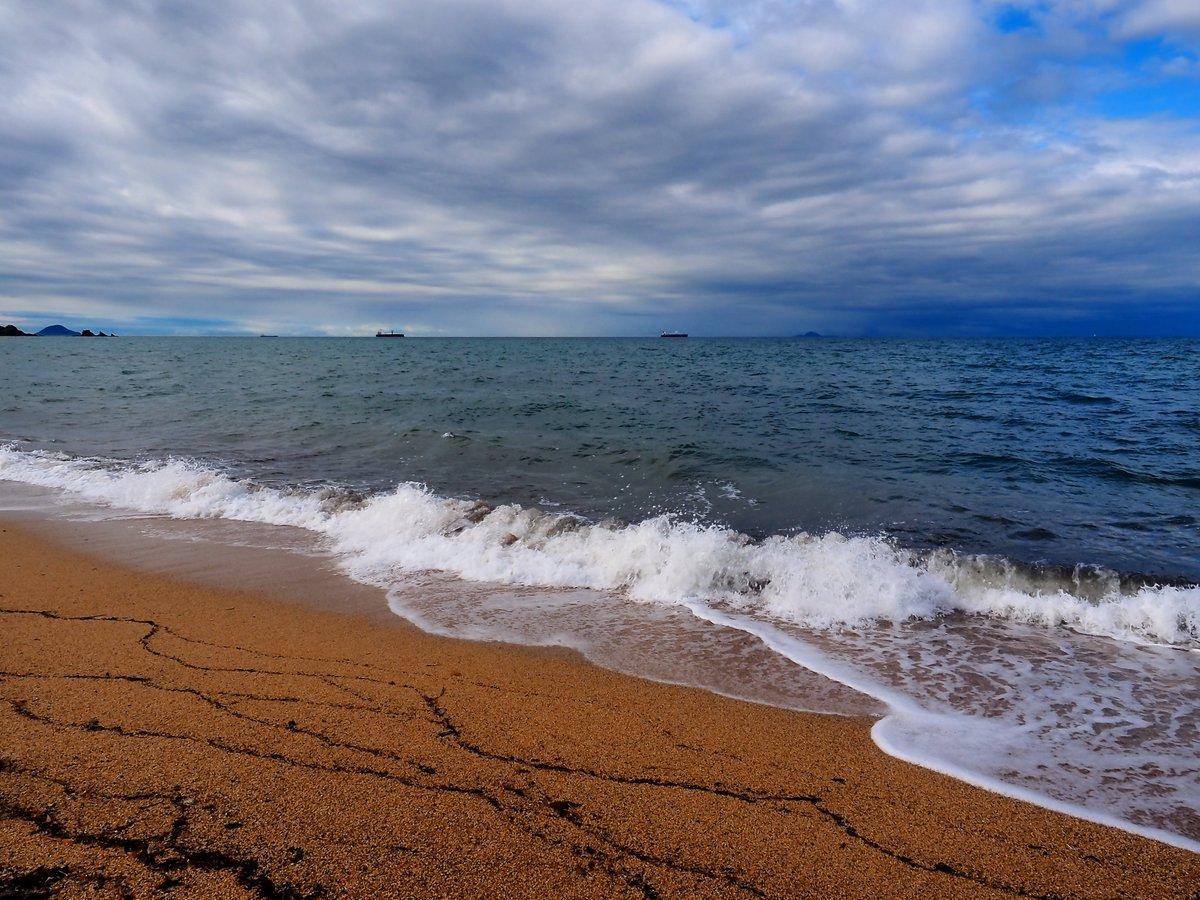 瀬戸内海、寄せる波の記録。光市・虹ヶ浜。 https://t.co/b34GSmpqAA