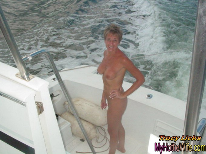 I'm loving this beautiful #Florida weather! What's even better is being #naked on my friend's boat. #nakedisnormal