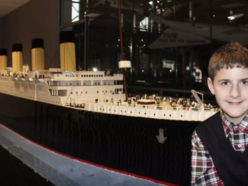World's largest Lego Titanic replica, built by young boy with autism, on display in Tennessee:   https:// trib.al/eYFgpFy  &nbsp;  <br>http://pic.twitter.com/HJwfliVIIa