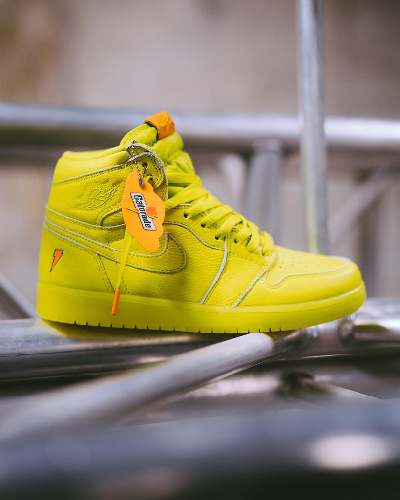 b77dcebba82c2 Sneaker Shouts™ on Twitter: