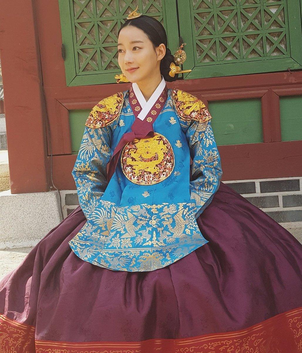 울 원호매니져오빠♡ 예쁘게 찍어주셔서 고마와용~~^^* 대군촬영현장에서...
