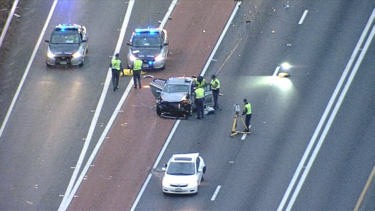#BREAKING: One person is dead after the two-car crash that shutdown westbound I-66 in Fairfax County, @ABC7John reports https://t.co/9hZ3YTvyr0