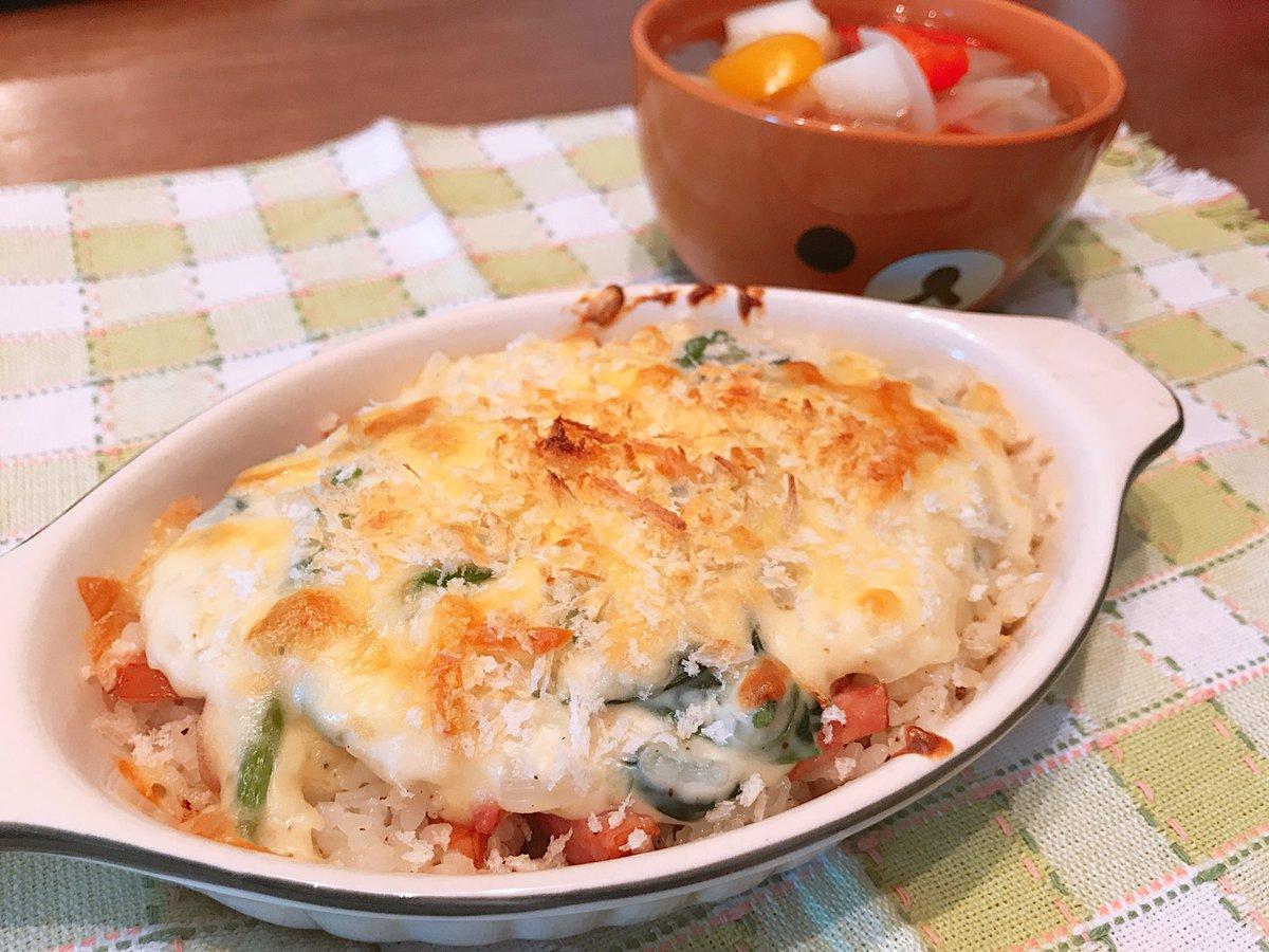野菜たっぷりコンソメスープとソーセージとほうれん草のグラタン(*´ч`*)美味しくできた!