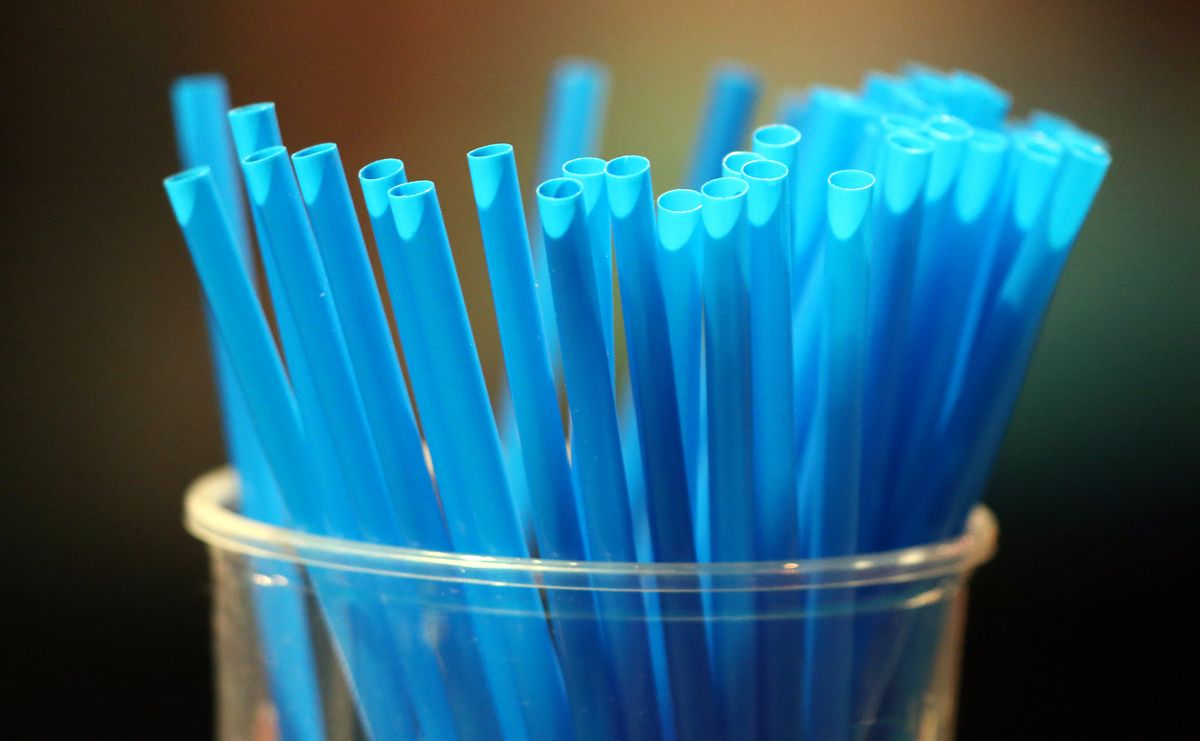 The U.K. promises to ban the sale of single use plastic drinking straws and cotton buds later this year in a bid to clean up the world's oceans https://t.co/na2yOpemHn