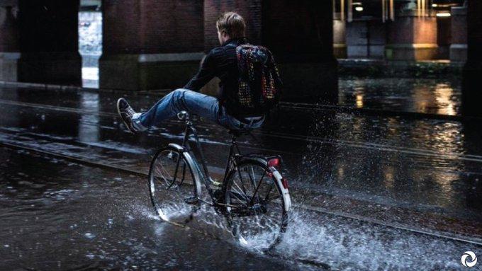 Wateroverlast voorkomen, daar kunnen we allemaal aan meehelpen! Daarom organiseert Amsterdam Rainproof aankomende zondag de Natuur & Milieumarkt. In het #Sarphatipark vind je verschillende kraampjes die je hierbij helpen! Lees er meer over via: https://t.co/Cjs6ObxLjg #rainproof