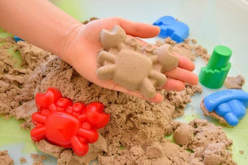 Кинетический песок и формочки