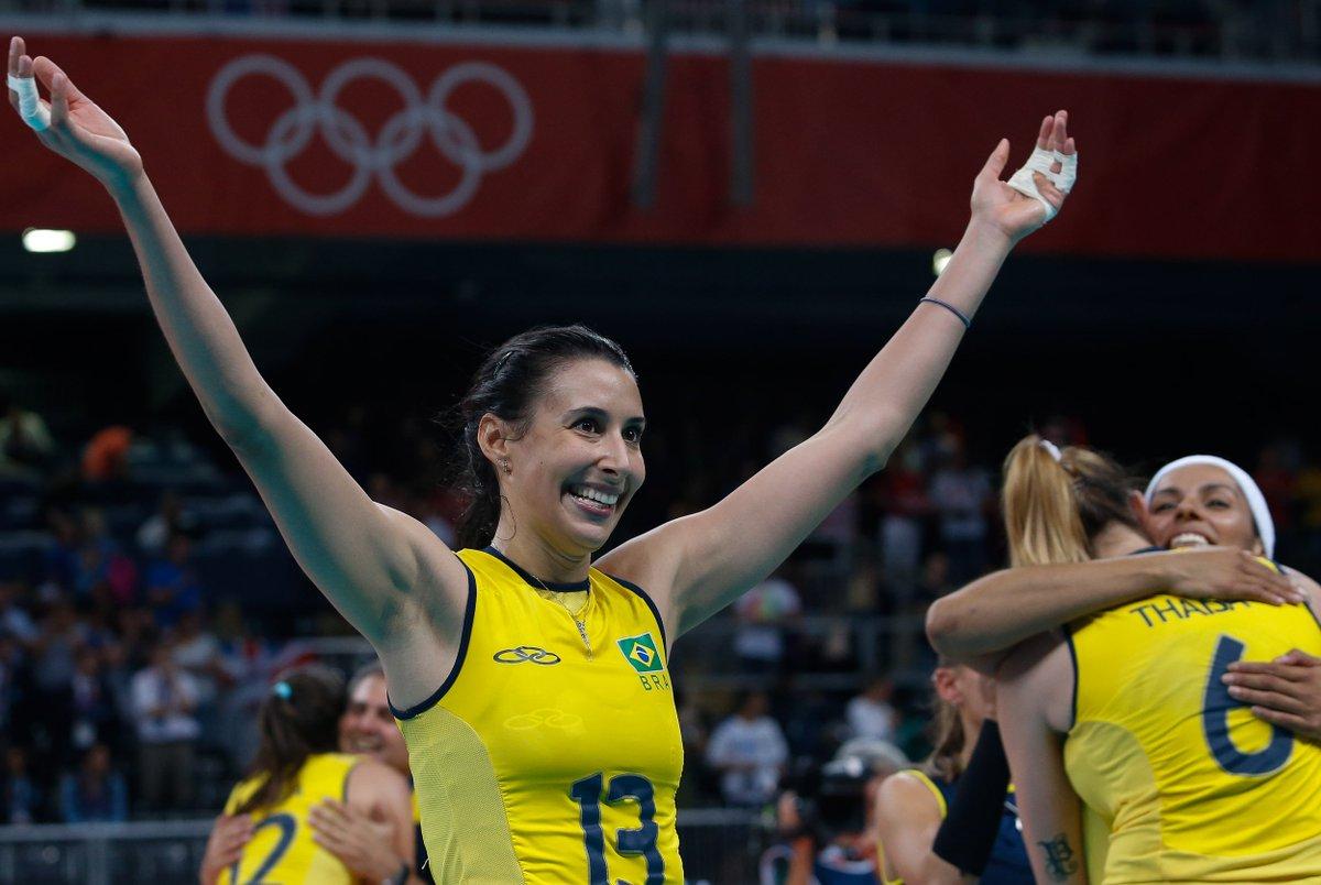 Quem lembra da partida que garantiu a vaga do vôlei feminino na semifinal dos Jogos Olímpicos de Londres 2012? Foi emocionante demais! #TBT 😍🏐 #TimeBrasil
