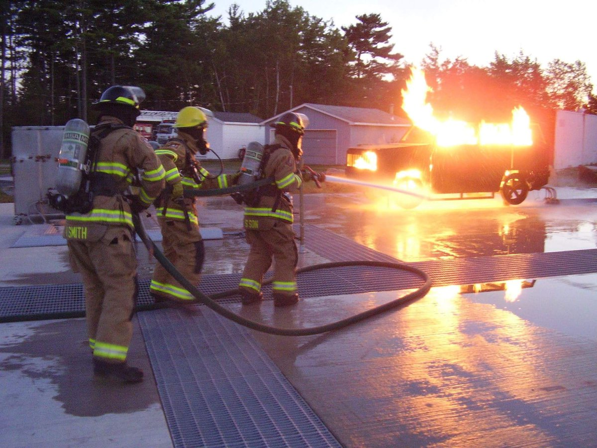 Did you know that HRFE volunteers train weekly? Most stations train on Tuesday nights to keep up their skills in firefighting, emergency medical care, and fire prevention. Visit  http:// halifax.ca/fire  &nbsp;   to see stations accepting new volunteers. #NationalVolunteerWeek2018 <br>http://pic.twitter.com/i5k5UNyIpc
