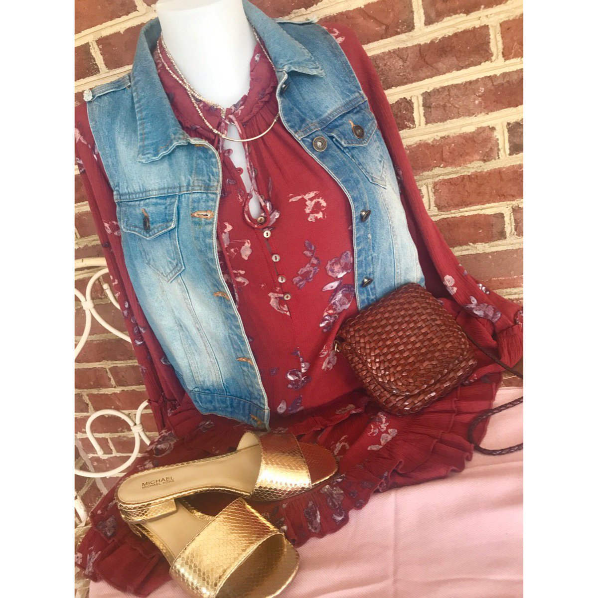 Shirt: Free People, Size M, $24 Purse: Cole Haan, $89.60 Shoes: Michael  Kors, Size 7, $46 Necklace: $16 #rva #vcu #rvafashion  #shoplocalrvapic.twitter.com/ ...