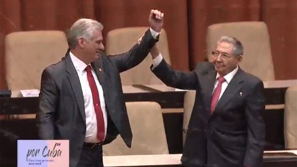 Twittab's photo on Raúl Castro