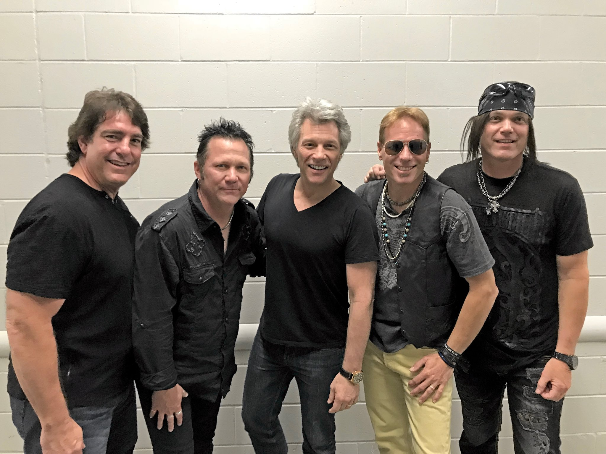 Orlando rocked last night! JBJ with opening act, Kings County + the night's setlist. #THINFStour https://t.co/uno6uXcGWV