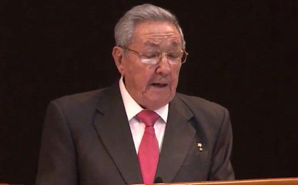 Yoani Sánchez's photo on Raúl Castro