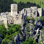 Image for the Tweet beginning: Strecno Castle, #Slovakia Standing on a