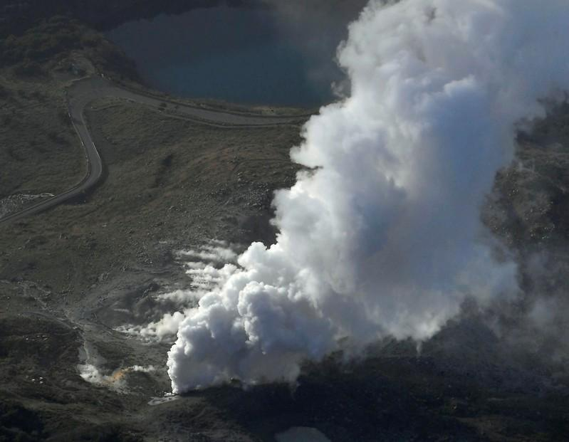 Japanese volcano erupts, spitting out smoke and rock; no injuries https://t.co/Iku7IMd4lx https://t.co/S6aGahsmw6