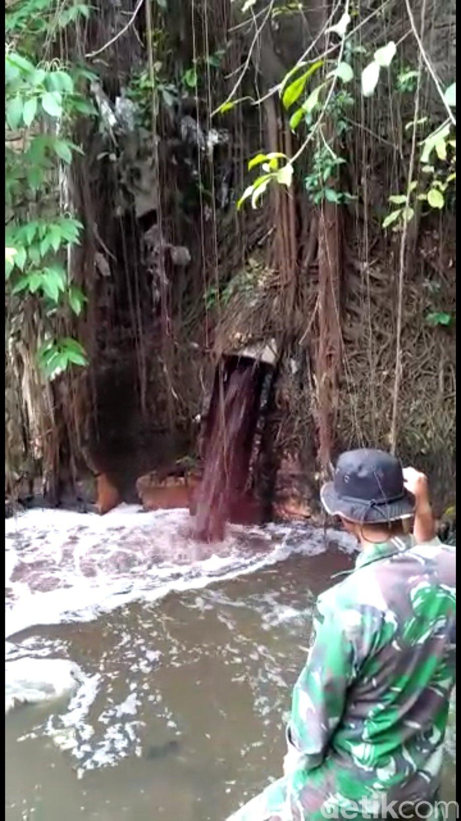 Satgas Citarum Kembali Pergoki Pabrik Buang Limbah ke Sungai https://t.co/KzRLYsdvnn https://t.co/x0EjkYXVMa