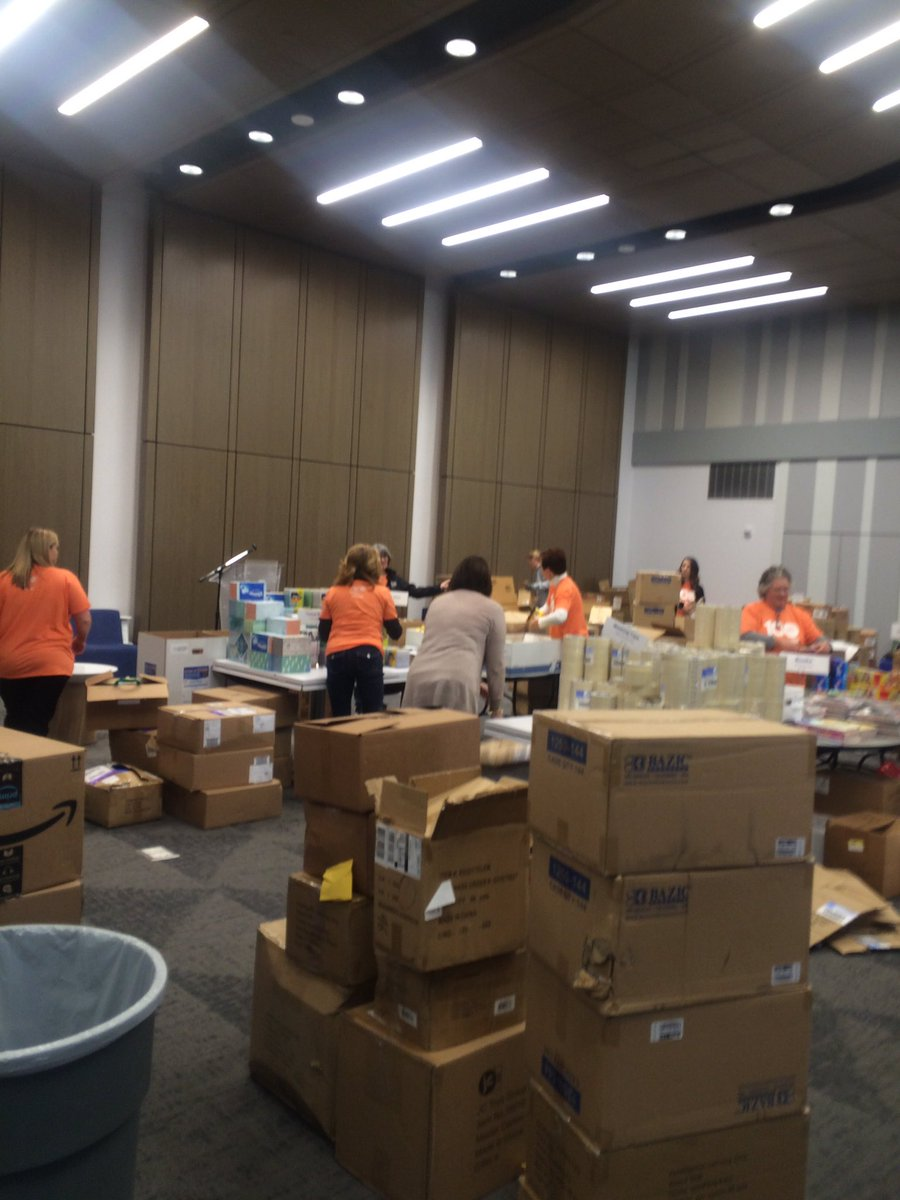 .@uwci is asking you to spend one hour of your day today doing something kind for someone. We&#39;ll be live with volunteers packing supplies for teachers on #Daybreak8 in a few minutes! #UWCI100<br>http://pic.twitter.com/eVrjz0lImT