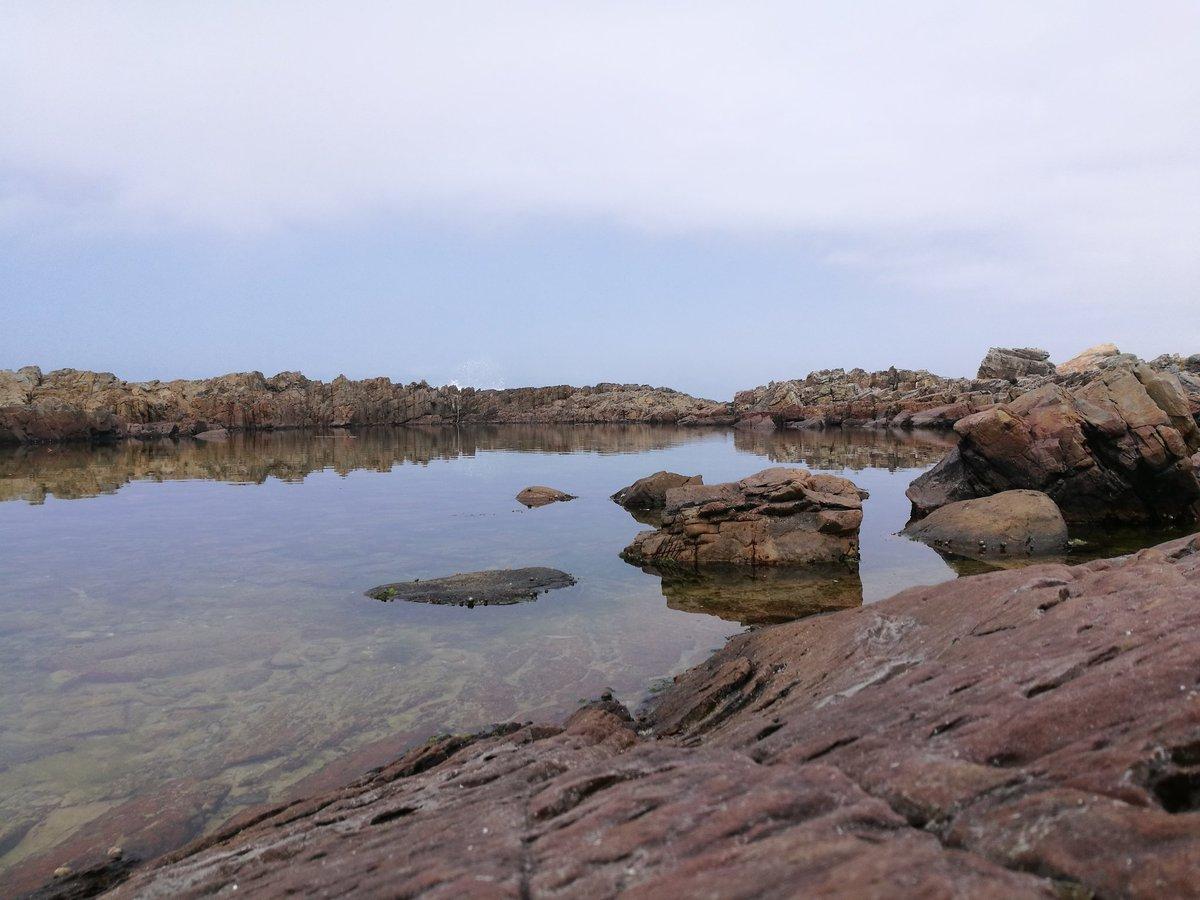 19 degrees. Sea pool in sandbaai. Water on the rocks. #hermanus #capewhalecoast #lekker #sandbaai #hermanus #SouthAfrica<br>http://pic.twitter.com/l91t5dxZOh