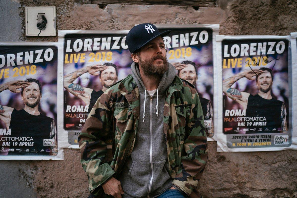 La festa comincia oggi e vi farà compagnia per 10 sere! 🙌 Questa sera @lorenzojova @ @Plottomatica - Roma | Night1 • Ritiro biglietti Ticketone dalle h 18:00 • Apertura porte h 19:00 • Inizio concerto h 21:00