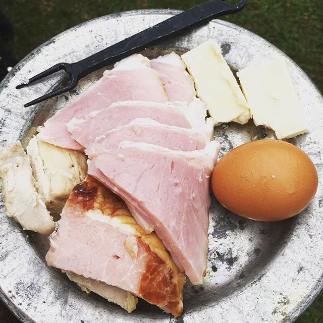 Start your morning the old fashion way. #revolutionarywar #reenactment #breakfast https://t.co/oQRR2qzbzH