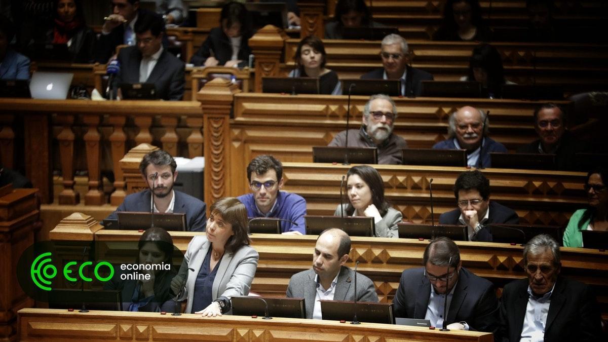 Bloco rejeita repor salários nos gabinetes de políticos. #Política https://t.co/x3ajUEojnU