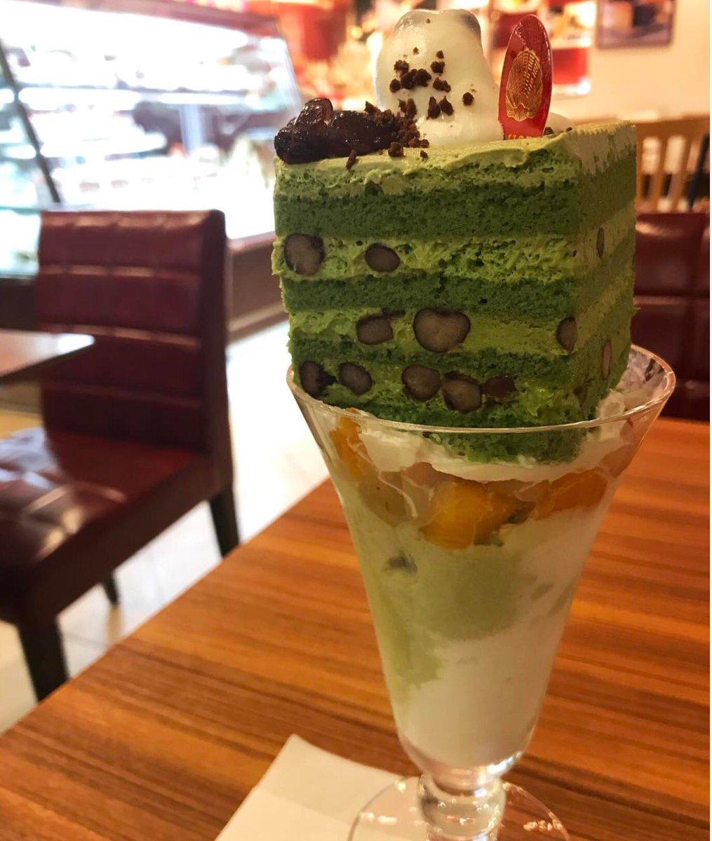 大阪・梅田にあるお店「ミオール」のパフェの上にケーキを乗せたケーキパフェ✨自分の好きなケーキとパフェソースとアイスを組み合わせることができます!