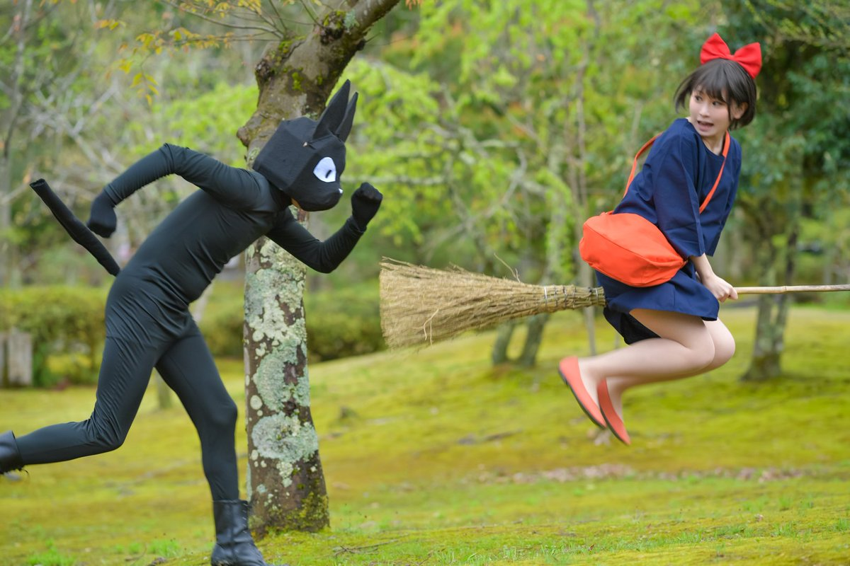 ー コスプレ ー  私 魔女のキキです こっちは 黒猫の……… ジジ…………?  ジジ(大):ろらさん(@rola_cos)  p: 1枚目 ソランさん(@soran8448) 2~4枚目 煤渡さん(@karupusu)