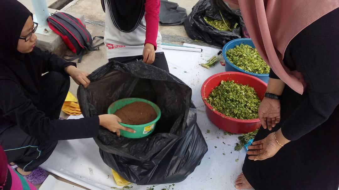 Check out one of enactus Usim project Black Gold. They produce organic fertilizer from kitchen scrap.  UN SDG Goals no. 12 Responsible Consumption and Production. #enactus #saveEnvironment<br>http://pic.twitter.com/T8Xr4Rtysl