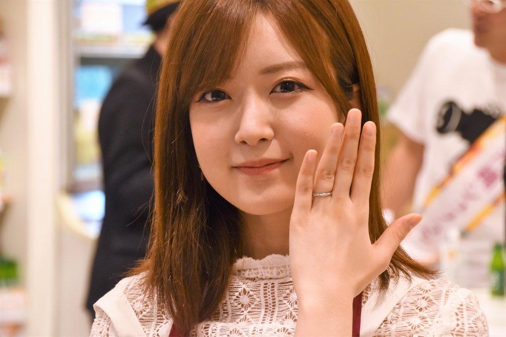 入籍発表の須藤凛々花「子どもは5人くらい欲しい」 娘がアイドルになるのは「全力で反対」 https://t.co/7sd1fEgYbB #getnews #ガジェット通信 #須藤凛々花 #AKB48 #NMB48