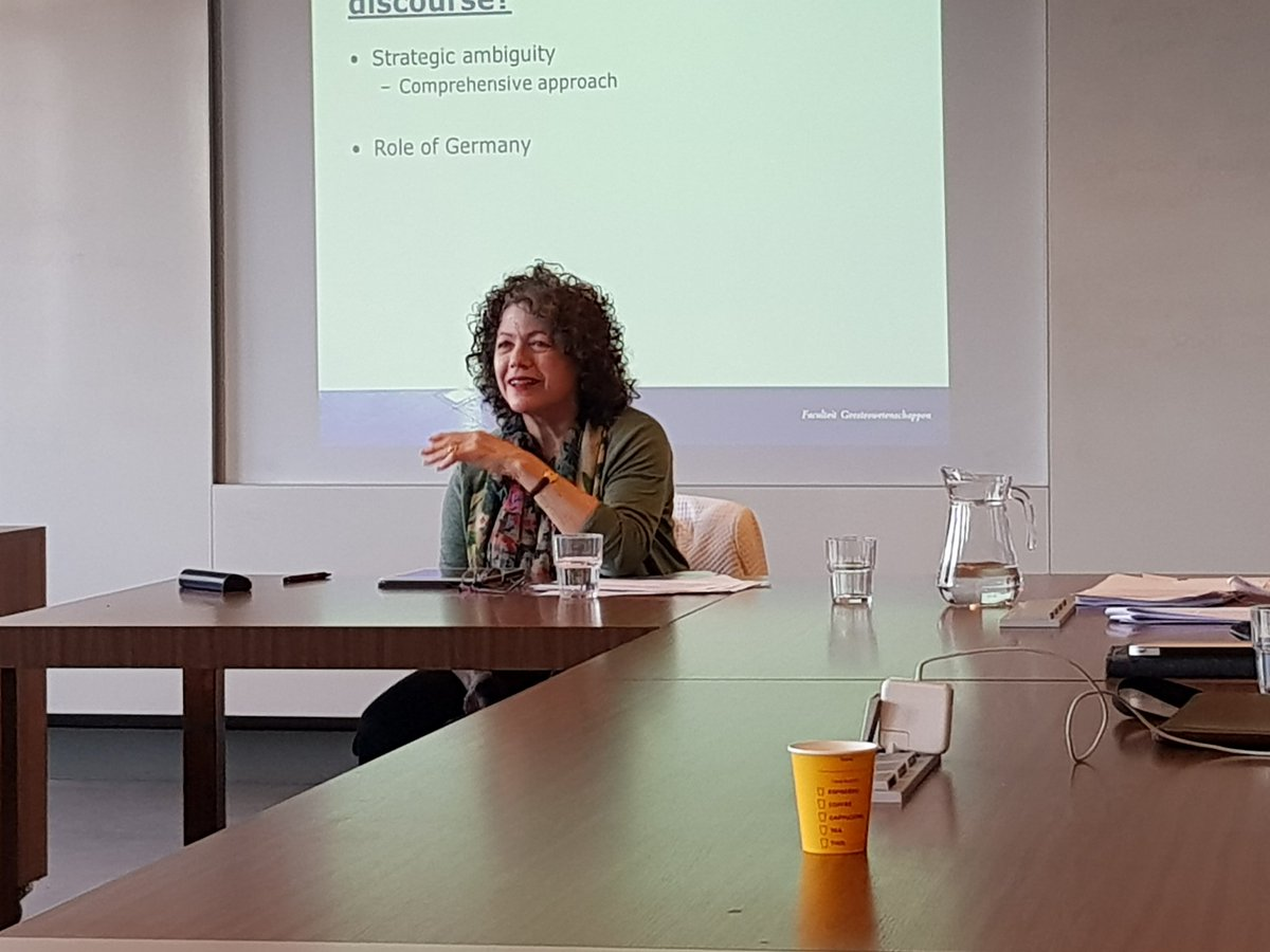 This week we host prof. Vivien Schmidt from @BU_Tweets at @UniUtrecht. With inter alia a great discussion @MinBZ on the future and #legitimacy of #EMU and #EconomicGovernance<br>http://pic.twitter.com/Ofu8WN0rw3