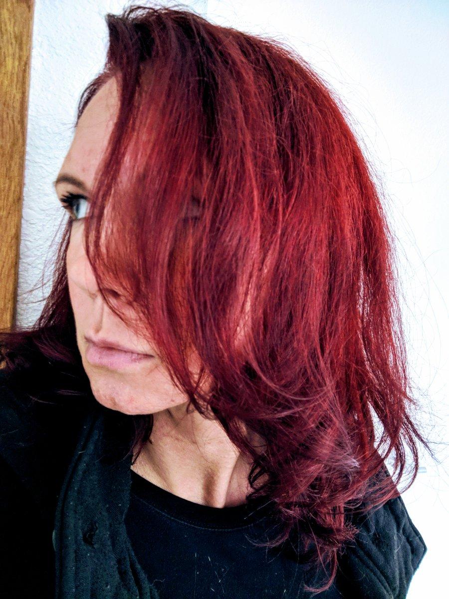 Rocking the red. #redhead #RDG #new #blueeyes https://t.co/F8yKzpuSoN