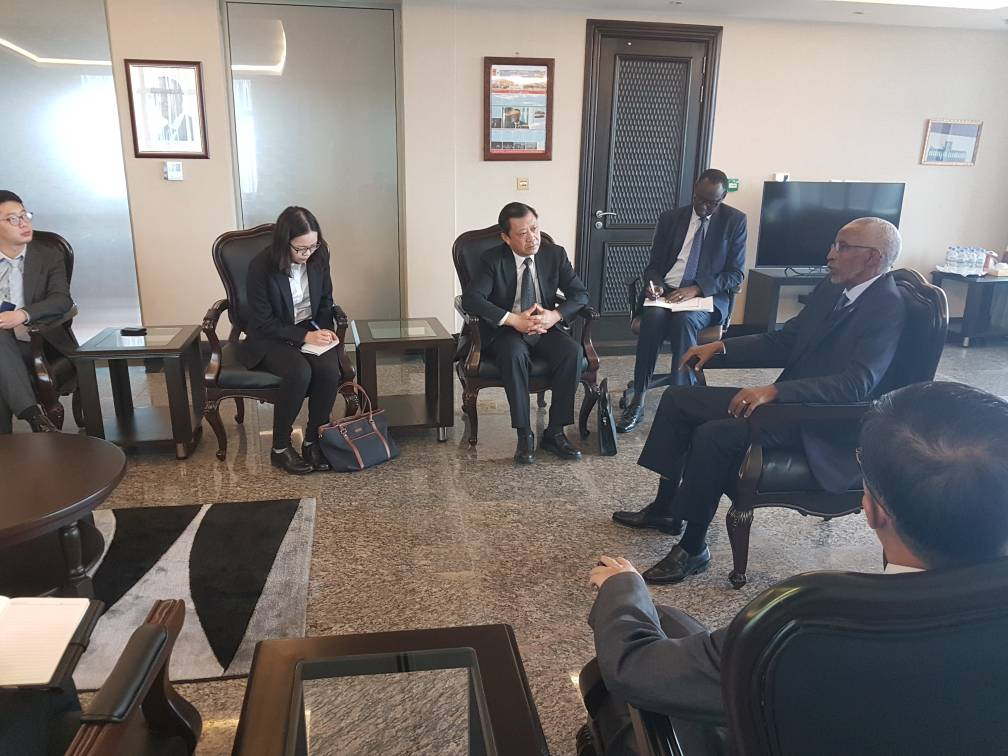 HAPPENING: The RPF Secretary General Francois Ngarambe is meeting at the @rpfinkotanyi headquarters in Rusororo with a high level delegation from #China Institute for Contemporary International Relations <br>http://pic.twitter.com/3vEZUpySvb
